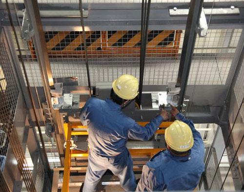 Lựa chọn thang máy tải hàng của công ty có uy tín