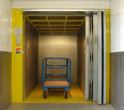Thang máy tải hàng giá rẻ gồm các loại thang máy tải hàng mini, thang máy tải hàng 200kg